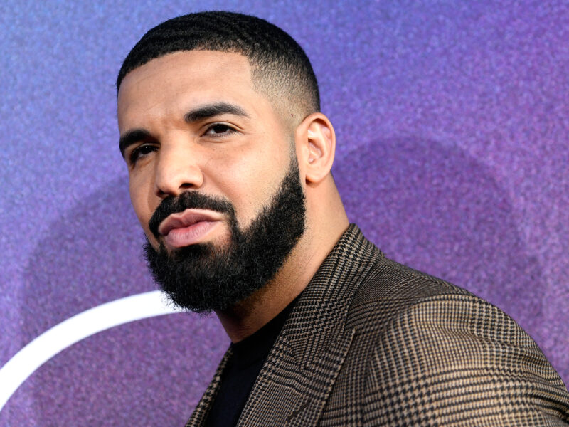 Drake Snuggles Up to 3-Year-Old Son Adonis in Sweet Post-Thanksgiving Snap