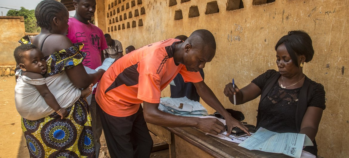 Central African Republic votes 'massively' amid sporadic rebel gunfire